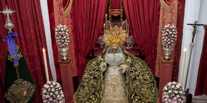 Solemne Ceremonia de Besamanos a Nuestra Señora de la Esperanza Coronada