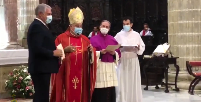 Vídeo de la entrega a la Hermandad de la Yedra la Medalla Pro Ecclesia Asidonense